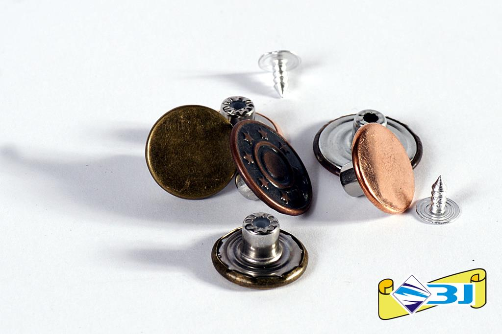 Guziki metalowe nabijane